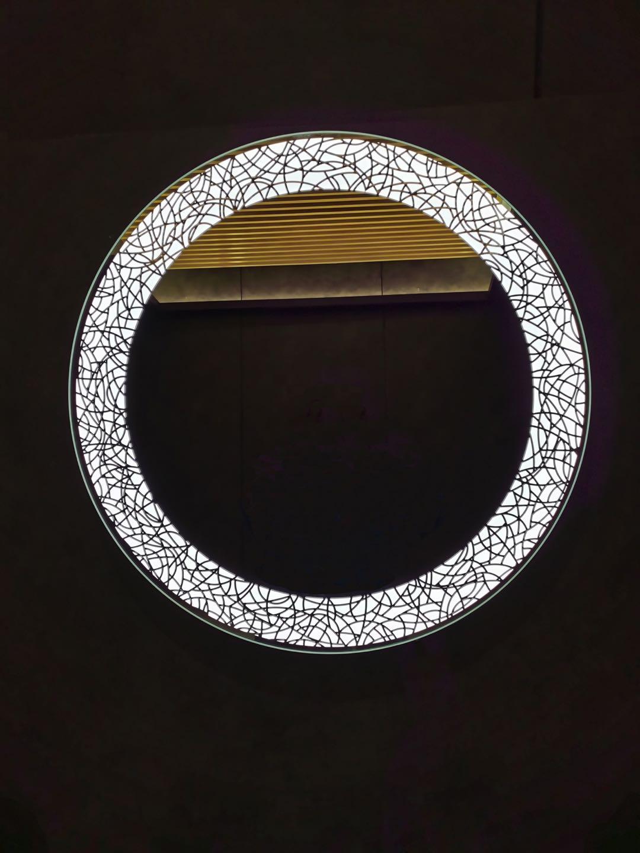 Зеркало со встроенной подсветкой ES-3850R. Размер: окружность 70.